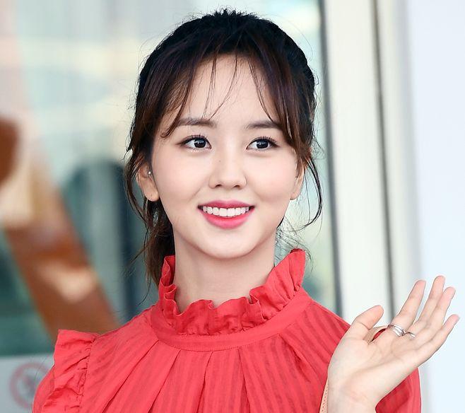 19歳の輝く微笑み キム・ソヒョン、番組撮影のため米ロサンゼルスに出国