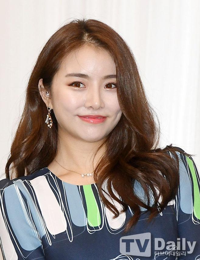 キュートな微笑みソル・ハユン、「2018大韓民国トロットフェスティバル」記者懇談会に出席