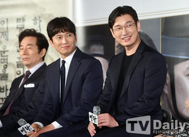 チソン&チョ・スンウ、ムン・チェウォン、映画「明堂」製作報告会に出席