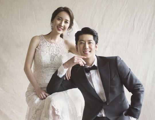 5tion出身ヒョンサン、MBCお天気キャスターのイ・ヒョンスンと18日に結婚! ウェディンググラビアも公開