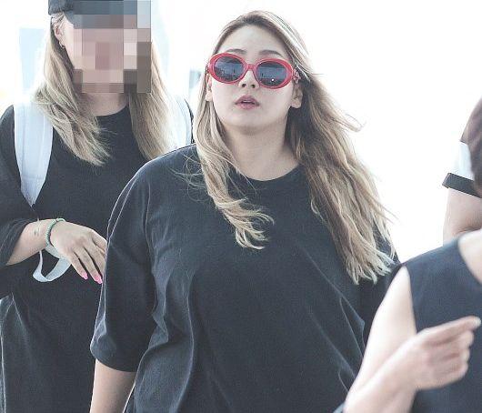 2NE1出身CL、激変したビジュアルに衝撃! 大きくなった体形…二重あごも