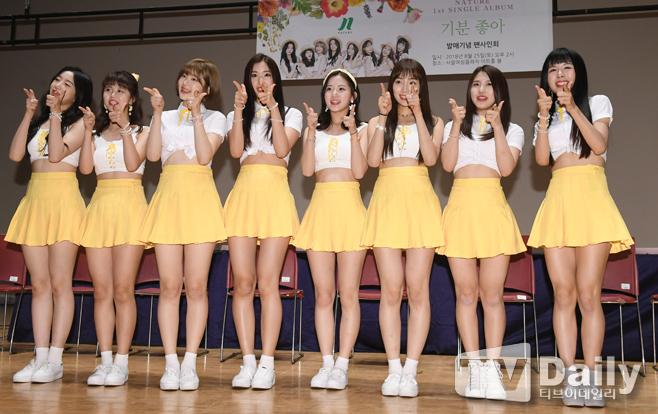 NATURE、ファンサイン会を開催 8人の光り輝く美少女たち