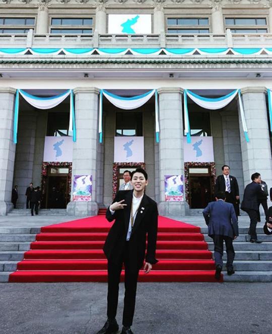 Block Bジコ、平壌訪問記念写真を公開