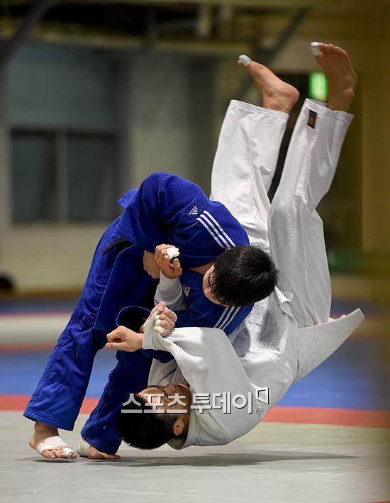 視覚障害で柔道金メダルの韓国選手、実は視力1.0だった! アジアパラ競技大会で衝撃の事実発覚