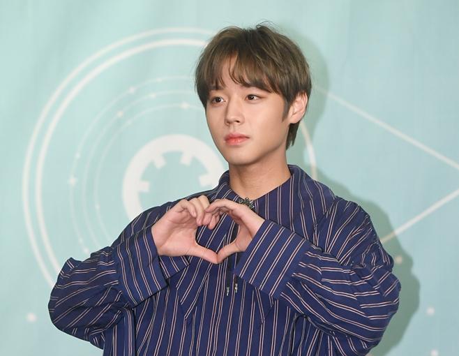 Wanna Oneからソロへ…パク・ジフンが本格始動! 公式ファンカフェの会員数は7万人を突破