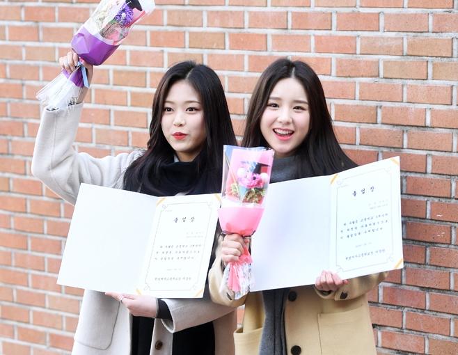 【動画】今月の少女ヒジン&ヒョンジン、笑顔で高校生活に別れ! 卒業式に出席