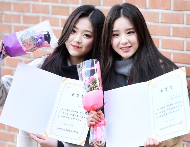 今月の少女ヒジン&ヒョンジン、笑顔で高校生活に別れ! 卒業式に出席