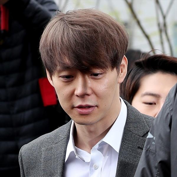 逮捕のパク・ユチョン容疑者、薬物使用容疑を否認 警察はファン・ハナ容疑者との対質尋問も検討